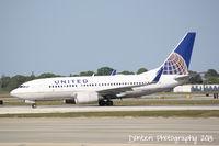 N24706 @ KSRQ - United Flight 1190 (N24706) arrives at Sarasota-Bradenton International Airport following a flight from Chicago-O'Hare International Airport - by Donten Photography