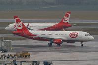 OE-LER @ VIE - FlyNiki Airbus A320