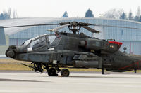 04-05442 @ LOWL - UA-Army Boeing AH-64D Apache fuel stop in LOWL/LNZ