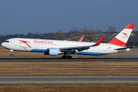 OE-LAY @ VIE - Austrian Airlines - by Chris Jilli