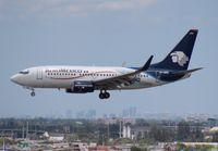 EI-DRE @ MIA - Aeromexico 737-700