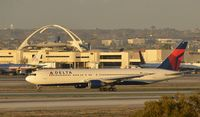 N1402A @ KLAX - Taxiing to gate at LAX