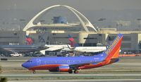 N252WN @ KLAX - Taxiing to gate at LAX - by Todd Royer