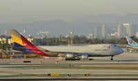 HL7419 @ KLAX - Taxiing to parking at LAX