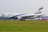 4X-EAE @ EGGW - London Luton - El Al Israel Airlines - by KellyR115