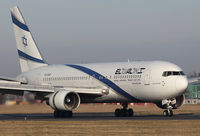 4X-EAF @ EGGW - London Luton - El Al Israel Airlines - by KellyR115