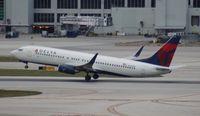 N390DA @ MIA - Delta 737-800