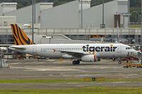 VH-VNR @ YSSY - 2013 Airbus A320-232, c/n: 5900 at Sydney