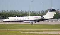 N526EE @ PBI - Gulfstream IV