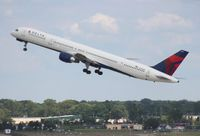 N592NW @ DTW - Delta 757-300