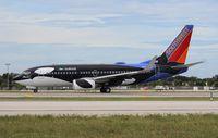 N713SW @ FLL - Southwest Shamu 737-700