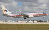 N905AN @ MIA - American 737-800
