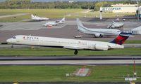 N906DA @ TPA - Delta MD-90-30