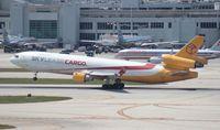 N955AR @ MIA - Skylease MD-11F