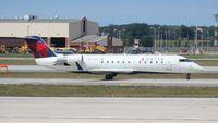N8733G @ DTW - Delta Connection CRJ-200
