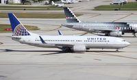 N17229 @ FLL - United 737-800