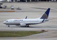 N24715 @ MIA - United 737-700
