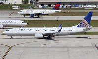 N38451 @ FLL - United 737-900