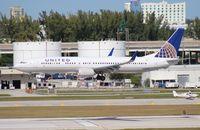 N38458 @ FLL - United 737-900