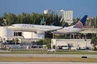 N68453 @ FLL - United 737-900