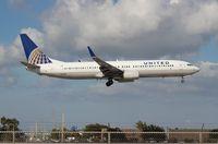 N71411 @ MIA - United 737-900