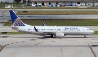 N73299 @ FLL - United 737-800