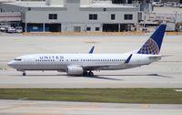N77261 @ MIA - United 737-800