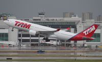 PT-MVV @ MIA - TAM A330