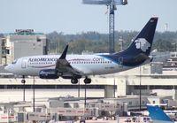 XA-GMV @ MIA - Aeromexico 737-700