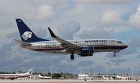 XA-PAM @ MIA - Aeromexico 737-700