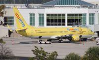 C-FYUH @ MCO - Sunwing TUI hybrid 737-800