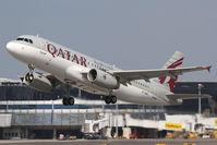 A7-AHQ @ LOWW - Qatar A320 - by Thomas Ranner