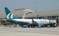 N338AT @ KSNA - Boeing 737-700