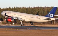 LN-RKM @ ESSA - Landing on rwy 26. - by Backa Erik Eriksson
