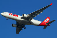 PT-MVS @ EGLL - Airbus A330-223 [1112] (TAM Airlines) Home~G 21/01/2011. On approach 27R. - by Ray Barber