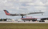 N925AE @ MIA - American Eagle E145