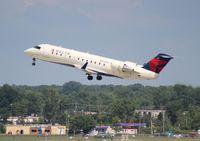 N928EV @ DTW - Delta Connection CRJ-200