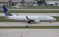 N36207 @ FLL - United 737-800