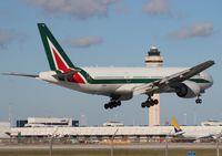 EI-DBK @ MIA - Alitalia 777-200