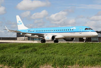PH-EZN @ EHAM - KLM Emb190 - by Thomas Ranner
