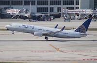 N73270 @ MIA - United 737-800