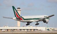 EI-DBL @ MIA - Alitalia 777-200