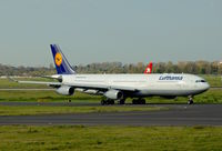 D-AIGT @ EDDL - Lufthansa, is here at Düsseldorf Int'l(EDDL), taxiing to RWY 23L - by A. Gendorf