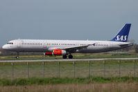 OY-KBB @ LIRF - Landing