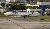 N18223 @ FLL - United 737-800