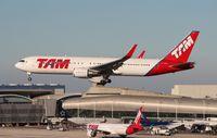 PT-MSZ @ MIA - TAM 767-300