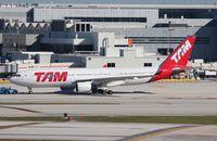PT-MVB @ MIA - TAM A330-200