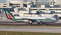 EI-ISD @ MIA - Alitalia 777-200