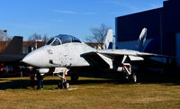 164346 @ KRIC - F-14D at the Virginia Air Museum - by Ronald Barker