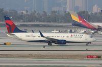 N391DA @ KLAX - Boeing 737-800 - by Mark Pasqualino